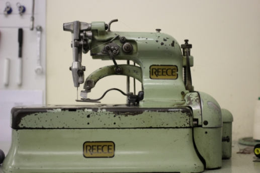 DMButtons Reece buttonhole machine